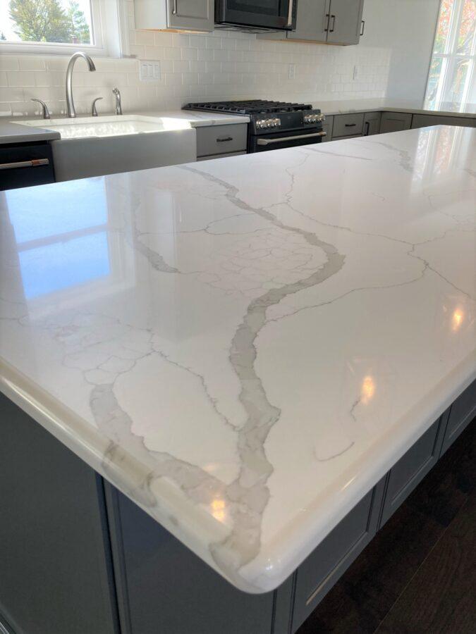 Quartz kitchen countertops with a standard edge on the kitchen island.